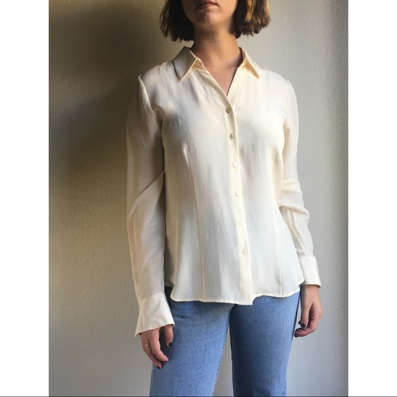 3849d14d2b4c3a Vintage✨100% silk ivory button up blouse. M_59d5891b4e95a3e0bb00ccdb