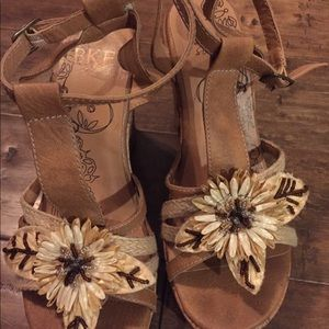 BKE Leather Platform Sandals Tan