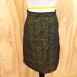 TUCKER FOR TARGET GOLD PENCIL SKIRT . SIZE 7.