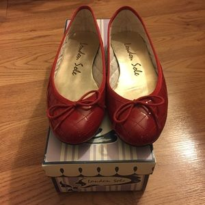 London Sole red quiltstitch NEVER WORN ballet flat