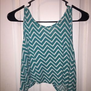 Tops - Crop tank top w open back
