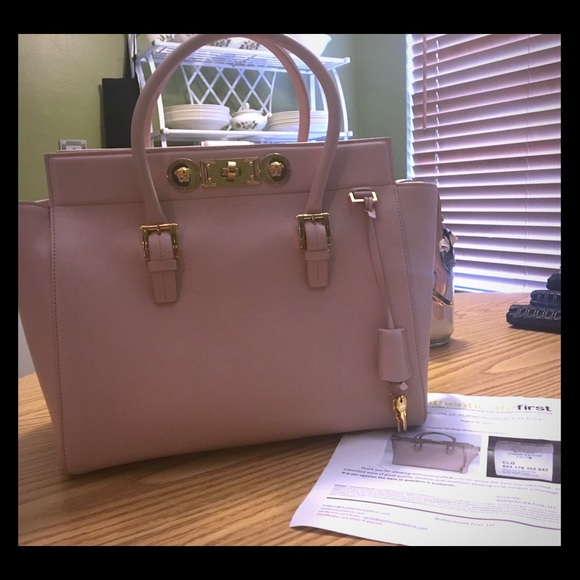 97045df20133 Authentic Versace signature lock tote💕. M 59d5aae9f09282a2a800bffd