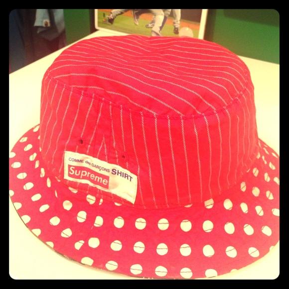 250740eec Supreme CDG reversible bucket hat