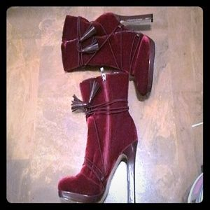 Ladies Burgundy Over The Ankle Boot Sz.7.5