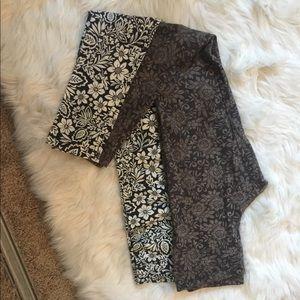 2 pairs of leggings from Aeropostale