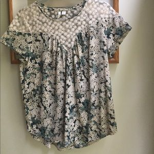 Floral top. Size small medium. Blue/green