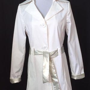 Dana Bauchman Raincoat, White/champagne trim, S