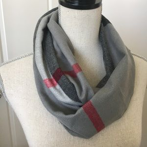 New plaid gray scarf