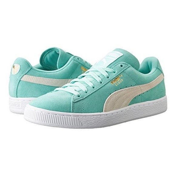PUMA Suede Classic Women s Sneakers holiday white.  M 59d67ecc56b2d6cbdd02b67b e34e57f3a