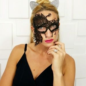 BLACK LACE MASQUERADE MASK ALMOST GONE