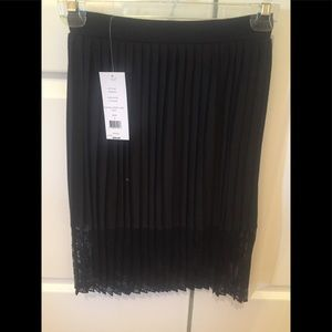 Tres Chic Skirt!