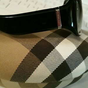 4bfc0d12182 Burberry Accessories - BURBERRY By Safilo 8476 s SUNGLASSES w CASE