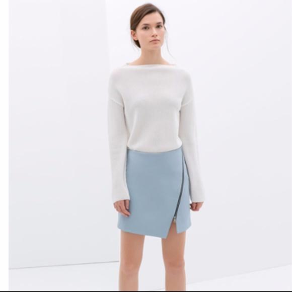 b024637385 Zara Light Blue Faux Leather Zip Skirt. M_59d6939e713fde08a9032e32