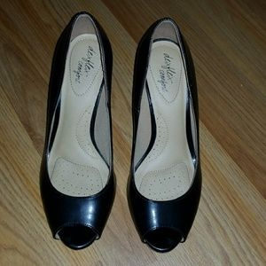 Donating Monday-Black wedge pumps