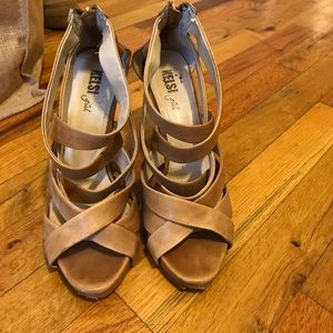 Kelsi Dagger tan strappy wedges 8.5