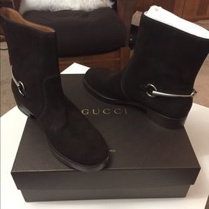 Gucci Shoes - Gucci Labrador Boots!