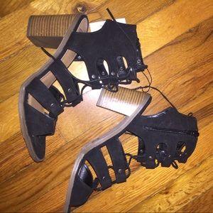 NWT DV by Dolce Vita sandals