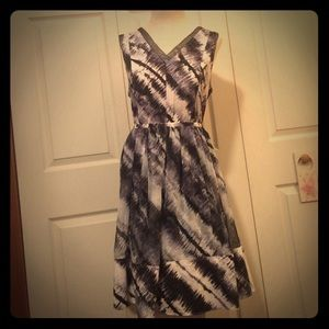Simply Vera white blue and black dress size large