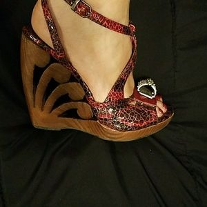 Snake skin print wooden wedge shoes