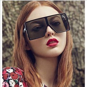 f01edfe199 Saint Laurent Accessories - New Saint Laurent Betty Flat‑Top Square  Sunglasses