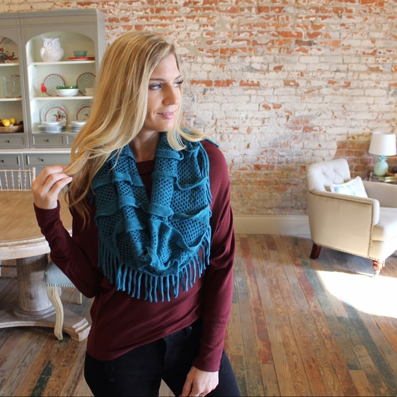 Accessories - Teal fringe infinity scarf