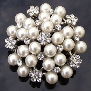 Jewelry - Ivory Pearl Cluster Pin Vintage Brooch