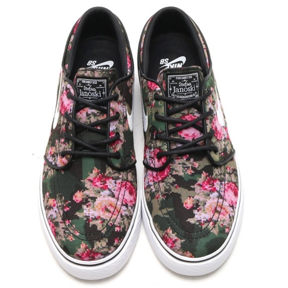 NIKE Sb Zoom Stefan Janoski Digi-Floral Shoes. M 59d70f8a713fdef984017adb 4578f4874