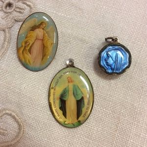 Vintage Jewelry - Mother Mary Religious Angel Charm Enamel