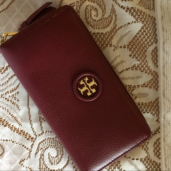 c915cfef3ca NWOT Tory Burch Whipstitch Logo Red Agate Wallet. M 59d7a0a8bcd4a7000f00a3eb