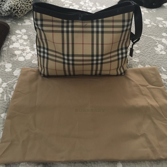 Burberry Handbags - Gorgeous Women's burberry tote bag.