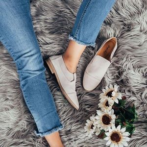 Shoes - ✨JUST IN✨ NWT. Oatmeal stretch loafer