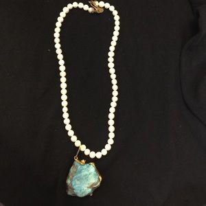 Jewelry - Pearl and turqoise necklace
