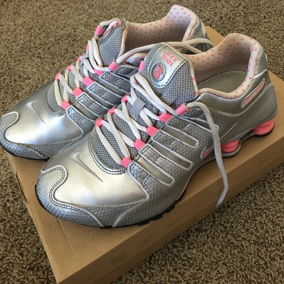 d61320ea7d9cd1 Women s Nike SHOX NZ silver neon pink sz 7. M 59d7e421f739bc9f9301a6d1
