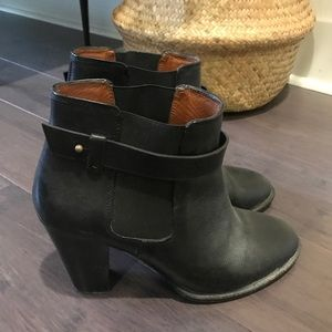 Madewell heeled black Chelsea boot