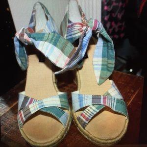 Tommy Hilfiger plaid sandals women's size 8.5