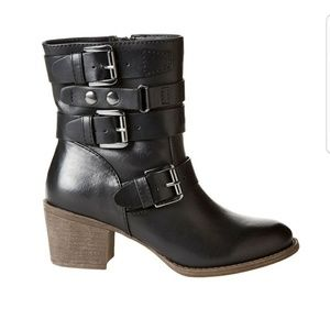 NWT Tripple Strapped Ankle Boots Black Size 7