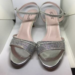 Brand new with tags dressy shoes size 7 silver