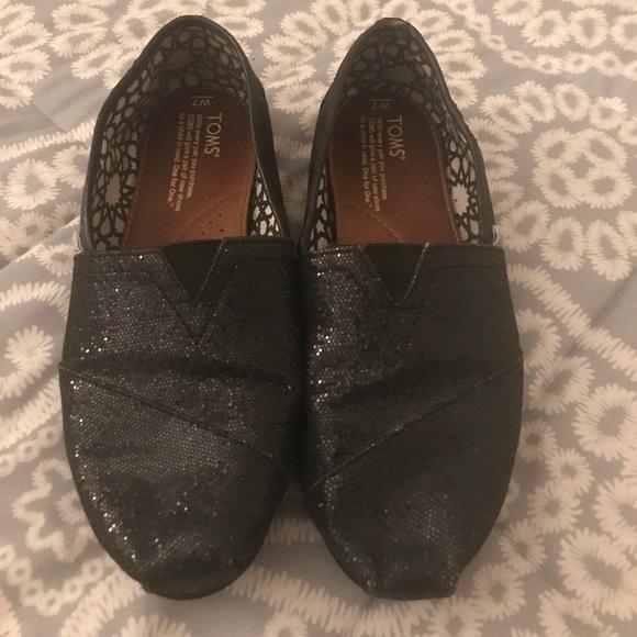 6a1641b14b2 Toms Shoes - Women s size 7 Toms
