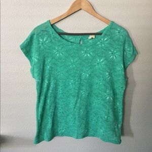 Tops - Green top with an opening in the back