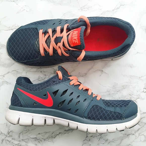 Lyft upp dig själv Klandra fjäril  Nike Shoes | 2013 Flex Run In Greycoral | Poshmark