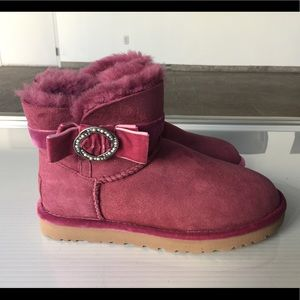 Ugg short brooch boots size 7 new