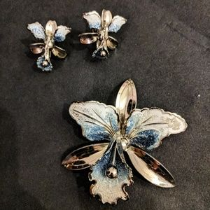 Jewelry - Rare Vintage Gorgeous Blue Orchid pin and earrings