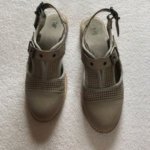 Cat footwear sling backs shoes.