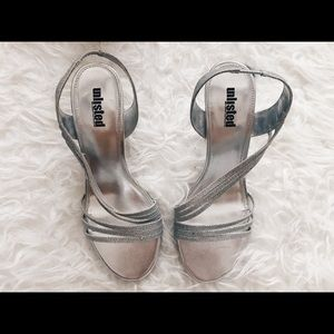 Unlisted: Silver sparkly heels
