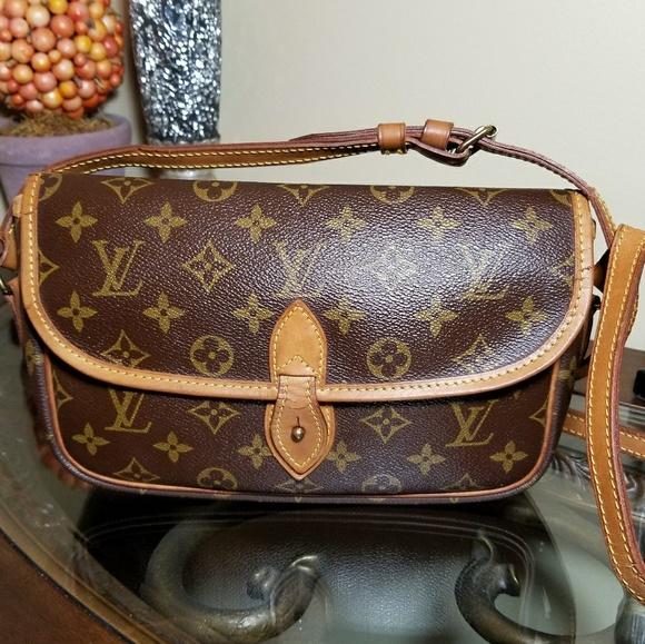 270d55dc73dcf Louis Vuitton Handbags - Authentic Louis Vuitton Gibeciere PM Crossbody