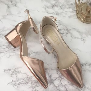 Rose gold sandals 💫