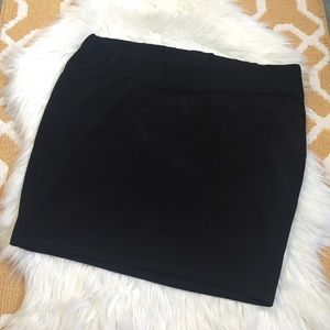 black torrid form fitting skirt size 2X