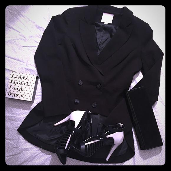 Romeo & Juliet Couture Jackets & Blazers - ROMEO & JULIET COUTURE BLAZER ONE HOUR SALE❤️❤️❤️