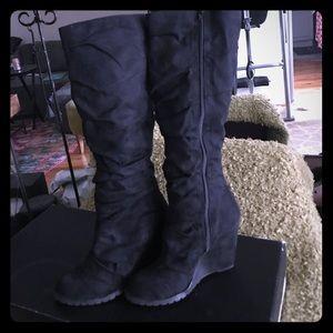 Carlos Santana Suede Boots