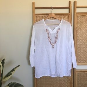 Tops - Distressed Folk White Embroidered Top